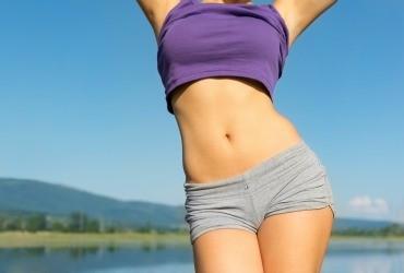 Procedimiento de la cirugía estética de abdomen (abdominoplastia)